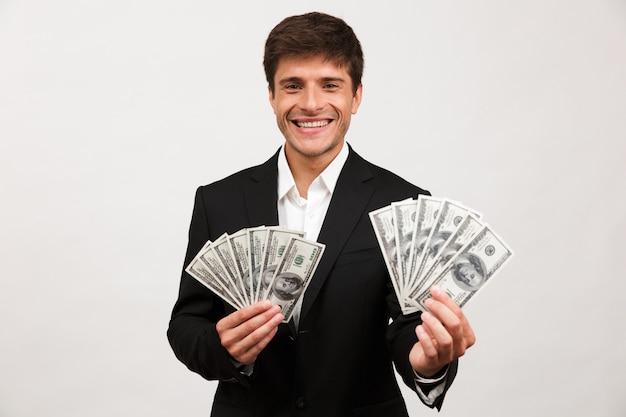 Retrato de um jovem empresário feliz