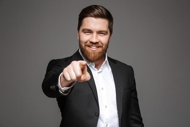 Retrato de um jovem empresário sorridente