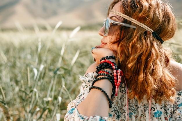 Retrato, de, um, jovem, hippie, menina, ligado, um, campo trigo