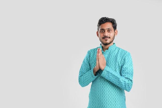 Retrato de um jovem indiano