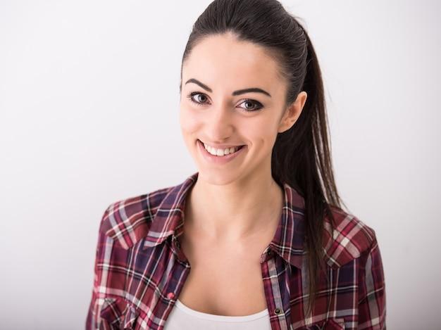 Retrato, de, um, jovem, mulher sorridente