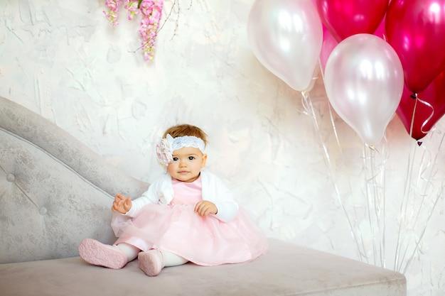 Retrato de um lindo bebê.