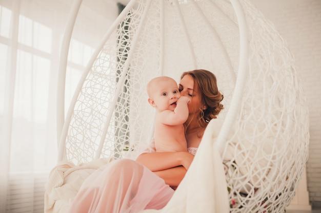 Retrato, de, um, mãe bebê Foto Premium