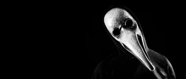 Retrato de um médico com uma velha máscara veneziana.