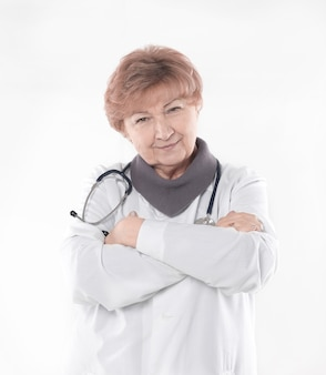 Retrato de um médico experiente. isolado em fundo branco.