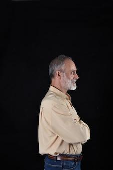 Retrato, de, um, meio envelheceu, homem, ligado, pretas