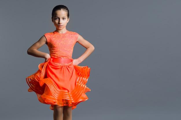 Retrato, de, um, menina criança, dançarino