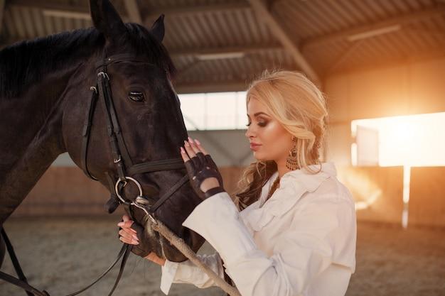 Retrato, de, um, menina, e, cavalo