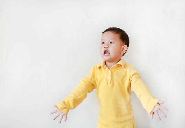 Retrato de um menino asiático