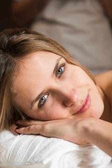 Retrato, de, um, mulher bonita, em, spa