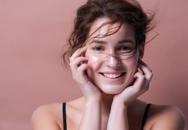 Retrato, de, um, mulher bonita, sorrindo