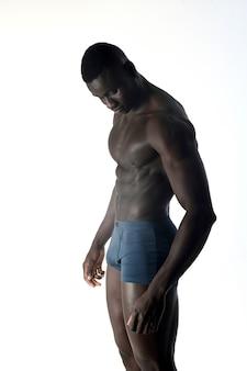 Retrato, de, um, muscular, homem, branco, fundo