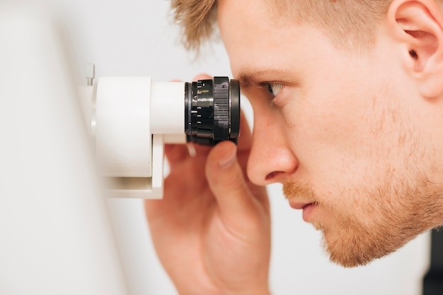 Retrato, de, um, optometrist masculino