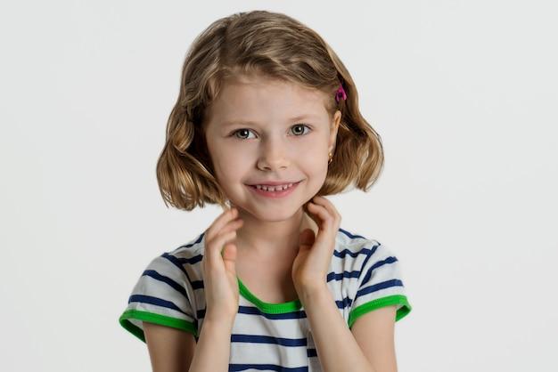 Retrato, de, um, pequeno, menina sorridente