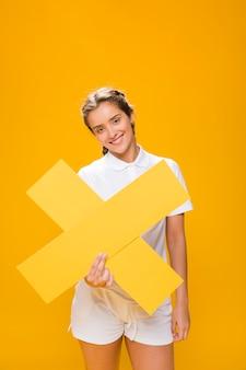 Retrato, de, um, schoolgirl, segurando, um, crucifixos