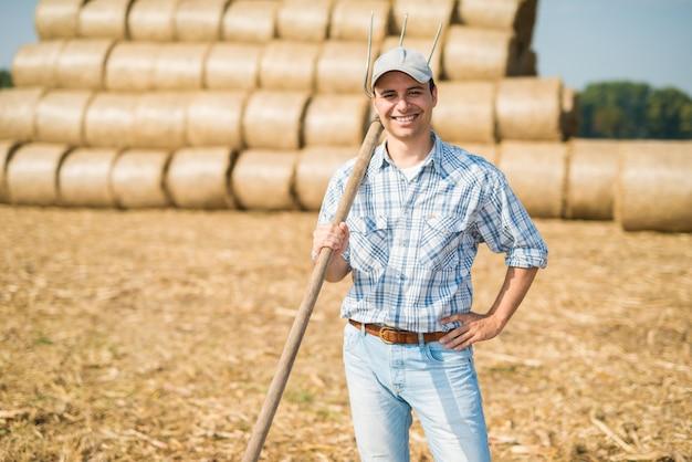 Retrato, de, um, sorrindo, agricultor, em, seu, campo