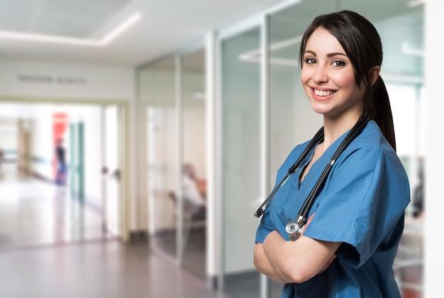 Retrato, de, um, sorrindo, enfermeira, em, um, hospitalar