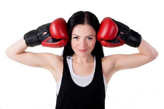 Retrato, de, um, sorrindo, jovem, morena, menina, com, vermelho, luvas boxing