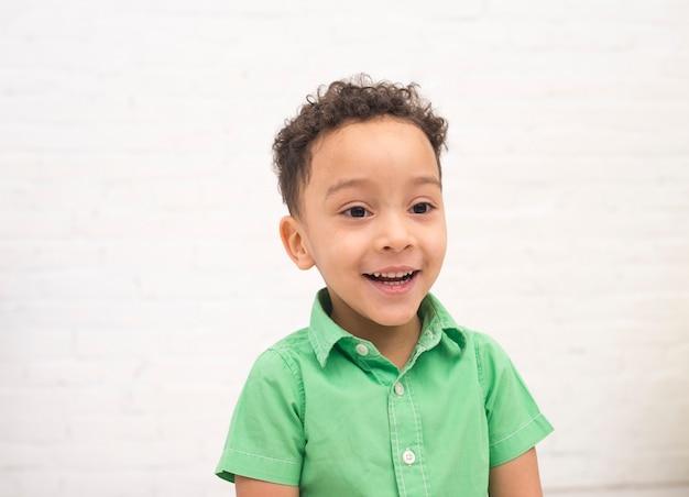 Retrato, de, um, sorrindo, menino