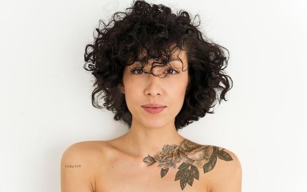 Retrato, de, um, tattoed, mulher