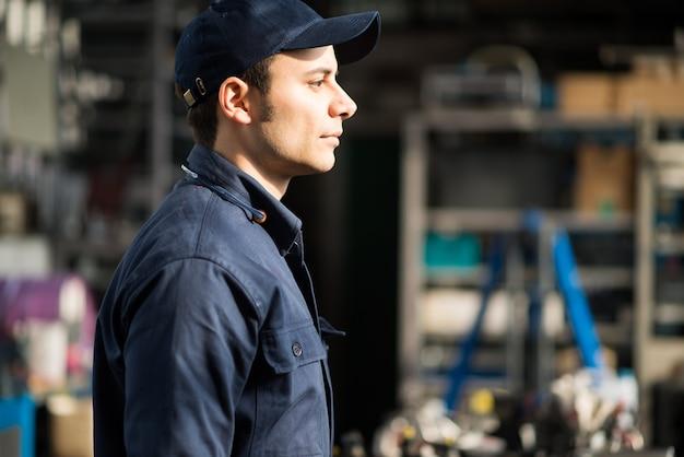 Retrato, de, um, trabalhador, em, seu, fábrica