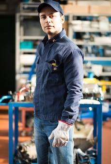 Retrato, de, um, trabalhador, em, um, fábrica