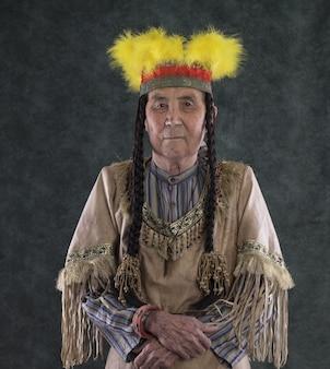 Retrato de um velho chefe índio vermelho apache