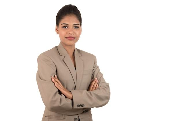 Retrato de uma bela jovem mulher de negócios