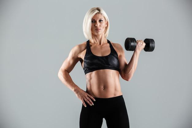 Retrato de uma desportista muscular motivada