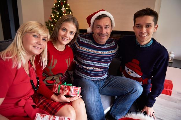 Retrato de uma família de quatro pessoas