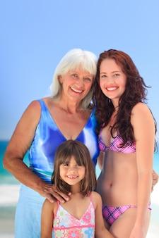Retrato de uma família na praia