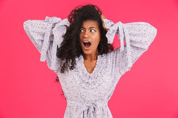 Retrato de uma jovem africana chocada