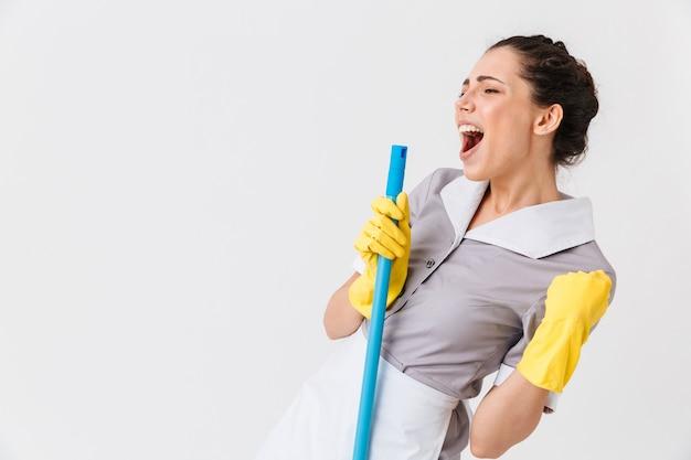 Retrato de uma jovem empregada entusiasmada