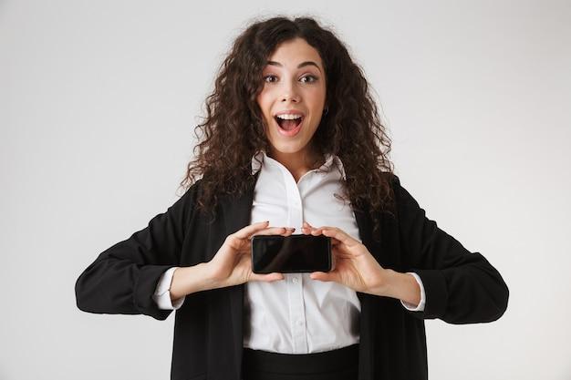 Retrato de uma jovem empresária entusiasmada
