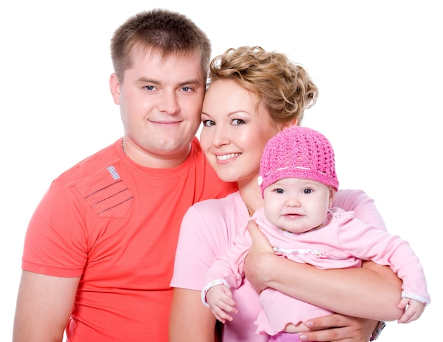 Retrato de uma jovem família feliz com um lindo bebê