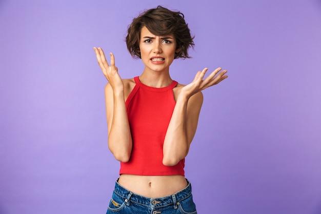 Retrato de uma jovem frustrada, encolher os ombros os ombros