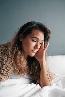 Retrato de uma jovem latina com doença mental