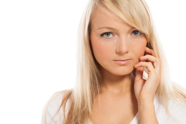 Retrato de uma jovem mulher atraente
