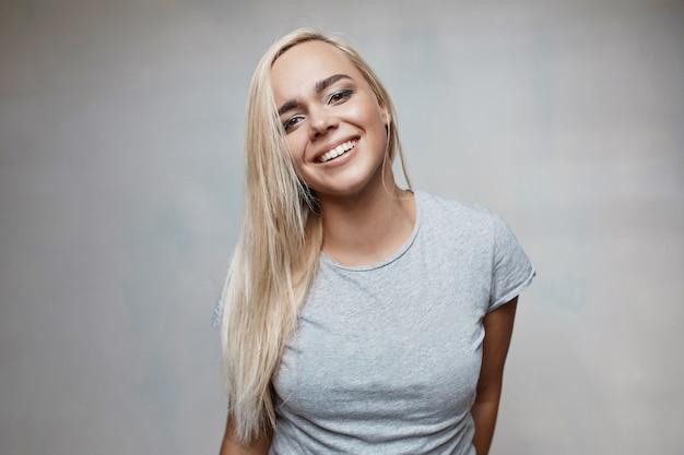 Retrato de uma jovem mulher bonita