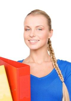 Retrato de uma jovem mulher de negócios atraente com pastas