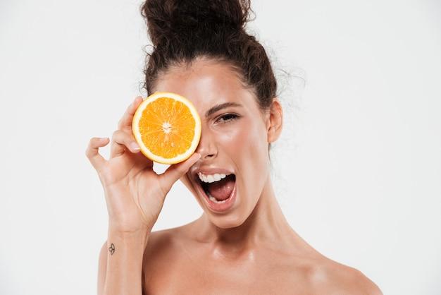 Retrato de uma jovem mulher excitada
