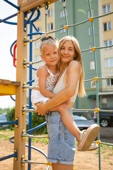 Retrato de uma linda mãe e sua filha
