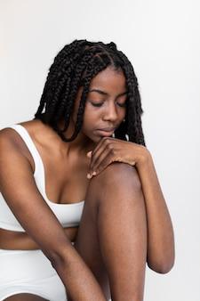 Retrato de uma linda mulher afro-americana