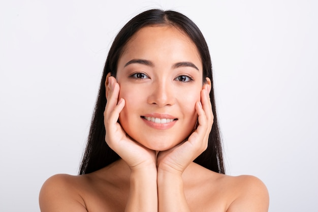 Retrato de uma linda mulher asiática