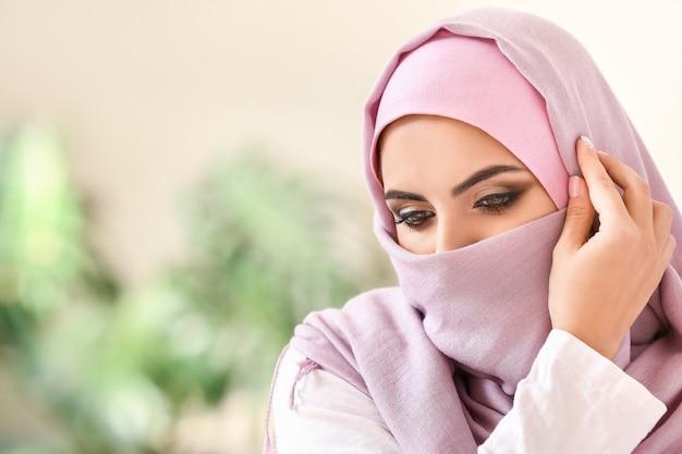 Retrato de uma linda mulher muçulmana