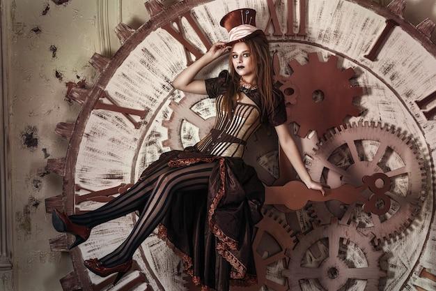 Retrato de uma linda mulher steampunk perto de um grande relógio