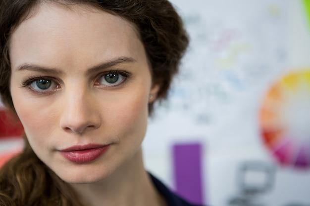 Retrato de uma linda mulher