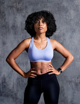 Retrato de uma maquete de mulher esportiva