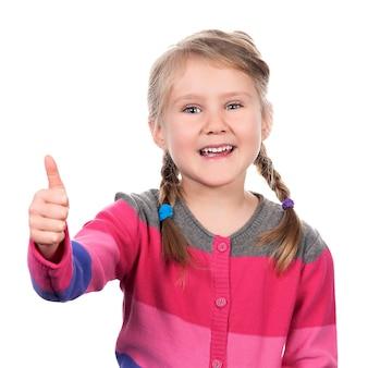 Retrato de uma menina aparecendo o polegar no espaço em branco