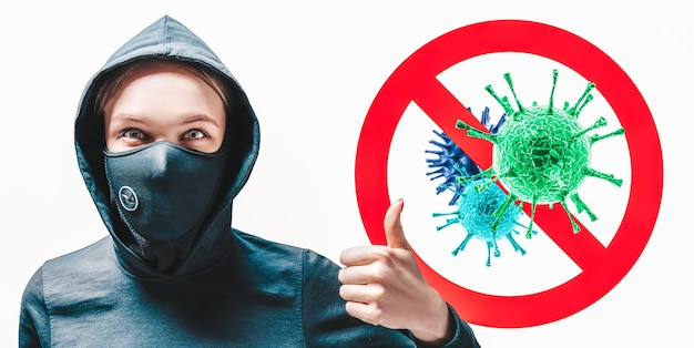 Retrato de uma menina com uma máscara protetora que mostra o dedo contra o fundo do sinal de parada de vírus